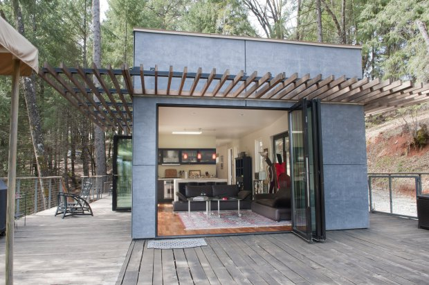 Grass-Valley-US-shipping-container-housing